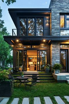 Escada home exterior design, modern home design, home architecture design, dream house exterior Future House, Dream House Exterior, House Ideas Exterior, Organic Modern, House Goals, Modern House Design, Modern House Exteriors, Modern Brick House, Cool House Designs