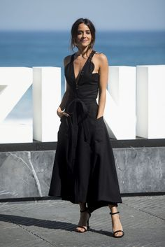 Spanish Actress, Stunningly Beautiful, Cute Dresses, Red Carpet, Lady, How To Wear, Style Ideas, Women, Mountains