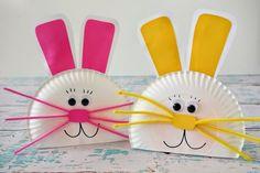 des lapins en assiette en papier, moustaches en tissu, des oreilles en papier rose et jaune, des yeux mobiles, activité manuelle primaire, activité manuelle de paques