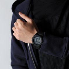ニクソン NIXON 腕時計 UNIT BLACK メンズ_モデル着用画像