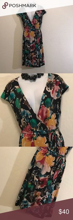 👗NWOT Daisy Fuentes Woman Floral Wrap Dress Never Worn, Great Colors & Print, Side Tie, Cap Sleeve, Deep V-neck, Stretch. Daisy Fuentes Dresses