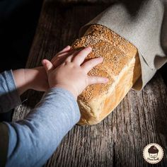 Toast for real connoisseurs - man bakes- für echte Genießer – Mann backt If we are already there and bake fresh bread, then this should also apply to the breakfast toast. And it& baked faster than you need to go to the supermarket and back … w … Sandwich Recipes, Pizza Recipes, Bread Recipes, Breakfast Toast, Breakfast Recipes, Fresh Bread, Pampered Chef, Bread Rolls, Bread Baking