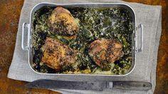 Kananpojan leikkeet maistuvat valkoviinissä ja kermassa haudutetun lehtikaalin kera.