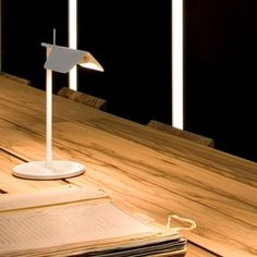 Tab T Table Lamp by Flos. The Tab T table lamp is sure to impress with a body in painted pressofused aluminium and a multi-led diffuser Direct Lighting, Modern Lighting, Task Lighting, Desk Light, Light Table, Flos Lamp, Led Shop, White Table Lamp, Table Lamps
