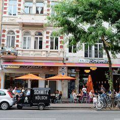 Salon Schmitz. Metzgerei Schmitz. Bar Schmitz (nicht auf dem Bild - offensichtlich!). Den Namen Schmitz gibt es im Westen Deutschlands, insbesondere NRW ganz schön oft. Auf der Aachener Strasse dreimal :)
