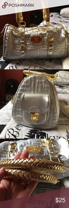 Silver/gold fashion purse Barely used, in good condition. Inside is clean! No stains! 16 in wide and 8 1/2 in tall. Make me an offer! 😊 Bags Shoulder Bags