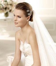 MIRRA » Wedding Dresses » 2013 Glamour Collection » La Sposa (close up)