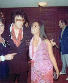 July 1971: Elvis with fans in Lake Tahoe, Nevada at the Sahara Hotel. Elvis had a two week engagement in July 1971.