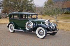 1932 Packard 901 Sedan - (Packard Motor Car Company Detroit, Michigan 1899-1958)