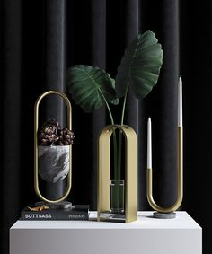 Arche is three-piece tabletop objects collection which consists a vase, a candle holder and a bowl. Varies in two different finishes, brushed aluminum and brushed brass.