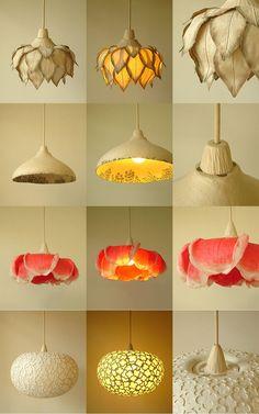 Luminárias pendentes de flor da artista Sachie Muramatsu.