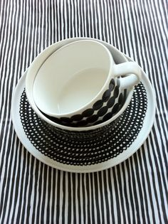 Like the black & white stripes ! Kitchenware, Tableware, Cooking Supplies, Marimekko, Home Decor Furniture, Household Items, Textures Patterns, Decorative Accessories, Dinnerware