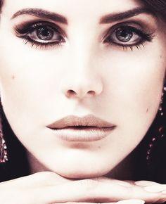 Lana Del Rey love the eye liner! It intensifies the eyes!