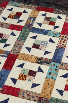 Size: 28 3/4 x 37 3/4 Cotton, 100% Pre-washed Fabric Batting: 80% Cotton, 20% Polyester Quilting line: Star Rounded corners on the edges of the quilt