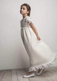 I'm in love with this serene little dress! Little Girl Fashion, Little Girl Dresses, Kids Fashion, Flower Girl Dresses, Première Communion, Holy Communion Dresses, Baptism Dress, Stylish Kids, Kind Mode