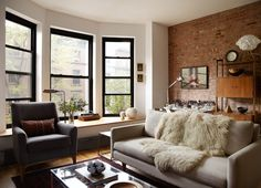 This Harlem brownstone showcases how strong black window frames can really frame a space and provide contrast to white or neutral walls. Living Room Windows, Living Room Grey, Home And Living, Simple Living, Brownstone Interiors, Living Room Designs, Living Spaces, Black Window Frames, Black Windows