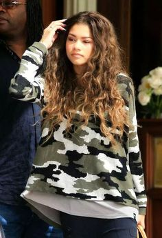 There is 0 tip to buy zendaya, military style, swag, zswagg, sweater. Help by posting a tip if you know where to get one of these clothes. Zendaya Coleman, Moda Zendaya, 2015 Hairstyles, Curled Hairstyles, Trendy Hairstyles, Zendaya Hairstyles, Afro, Zendaya Style, Teen Fashion