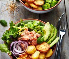 Les bowls, c'est tendance ! Découvrez la recette du bowl de pommes de terre, avocat et saumon