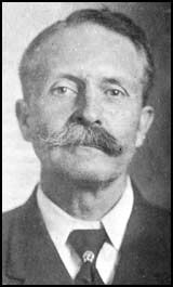 """Bill Tilghman was one of the most famous Lawmen of the Old West, but he didn't start out that way, as in his early days he was arrested for theft, but he was appointed city Marshal of Dodge, in 1884 and wore a badge made of two $20 gold pieces.     Tilghman was involved in the capture of Jennie """"Little Britches"""" Stevens, and Cattle Annie McDougal near Pawnee Oklahoma in 1894."""
