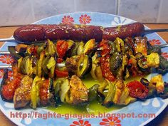 Σουβλάκια Λαχανικών Stuffed Green Peppers, Red Peppers, Vegetable Skewers, Food Porn, Chicken Wings, Zucchini, Eggplant, Sausage, Side Dishes
