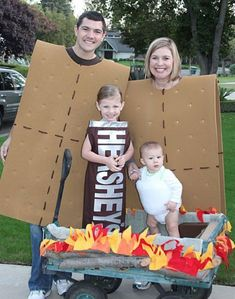 L Whyte Saunders Clark 51 DIY Halloween costumes to make for yourself or your kids this year! DIY Halloween costumes are so much more fun than buying one in. Halloween Bebes, Couples Halloween, Clever Halloween Costumes, Diy Halloween Costumes For Kids, Diy Costumes, Costume Ideas, Family Costumes For 4, Zombie Costumes, Creative Costumes