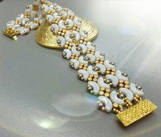 Lace Jewelry, Jewelry Making Beads, Handmade Jewelry, Beaded Braclets, Woven Bracelets, Super Duo Beads, Twin Beads, Bracelet Tutorial, Bracelet Patterns