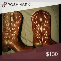 Cowgirl boots Brown leather with flower design Ariat Shoes Heeled Boots