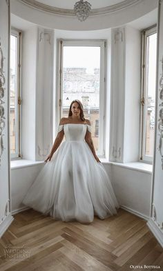Flattering Wedding Dress, Plus Wedding Dresses, Plus Size Wedding, Wedding Bridesmaid Dresses, Gown Wedding, Bridal Dresses, Black White Wedding Dress, Ball Gown, Shoulder Straps