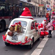 Christmas In Italy, Christmas Car, Xmas, Classic Trucks, Classic Cars, Scooters Vespa, Fiat Cars, Triumph Spitfire, Fiat Abarth