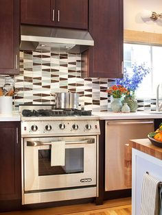 Range Buying Guide Not your grandmother's stove, contemporary ranges deliver big style and top-chef substance. Review these features and options before purchasing a new model for your kitchen.