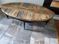Wood Pallet Crafts, Wood Pallets, Wooden Bar Table, A Table, Porch Decorating, Decorating Ideas, How To Distress Wood, Industrial, Sofa