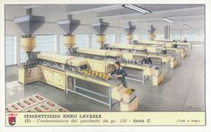 Confezionatura del pacchetto da gr. 100, 1955; su disegno di Borghi; pubblicità caffè Lavazza, Torino; dalla serie di 6 figurine 'Sessantesimo anno Lavazza'