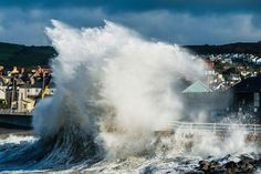 violent waves uk coast | waves batter the British coast. Oct 2013