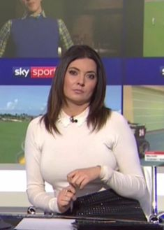 Sky Sports Presenters, Tv Presenters, Natalie Sawyer Hot, Amanda Holden, Weather News, Hottest Women, Blouse Styles, Sport Girl, Sexy Outfits