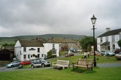 We stayed in this gorgeous town Reeth, it was built around a village green where they used to house their cattle and sheep for the night! Yorkshire Towns, Yorkshire Dales, North Yorkshire, Weekend Breaks Uk, Old Pub, Country Uk, North East England, Northern England, British Countryside