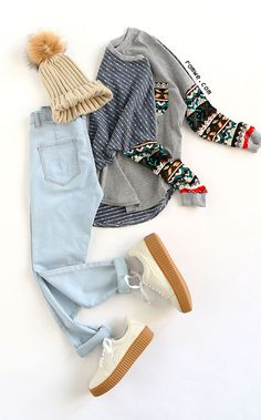 Multicolor Drop Shoulder Tribal Sleeve T-shirt with blue denim and cozy sneakers from romwe.com