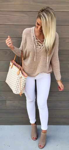 Perfect for every day. White Jeans and Tan Top with Matching Bag and Shoe … - Moda Trends Fashion Mode, Look Fashion, Spring Fashion, Autumn Fashion, Womens Fashion, Fashion Design, Fashion Trends, Fashion Ideas, Fashion 2016