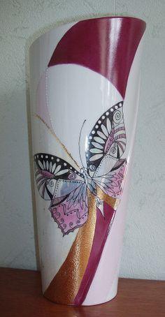 vase papillon peint main par un Eden de Porcelaine