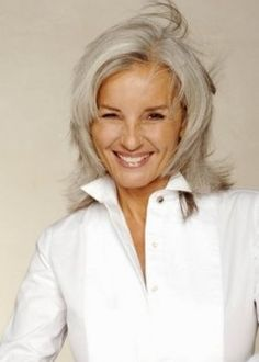 The Silver Fox: Stunning Gray Hair Styles going gray gracefully Grey Hair Wig, Silver Grey Hair, White Hair, Human Wigs, Ageless Beauty, Great Hair, Hair Dos, Wig Hairstyles, Medium Hairstyles