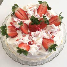 Hemmagjord glass med hallon med endast 3 ingredienser - Silvias Matlagning & Bakning