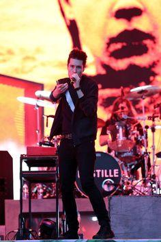 W sobotę 2 lipca z niewielkim opóźnieniem,  około godziny 20.10, na scenę Open'er Festivalu w Gdyni wyszedł zespół Bastille.