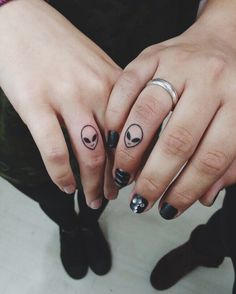 Now the tattoo on the big name seems to be a copy of some minor finger tattoos. Finger tattoos are amazingly handsome, even some stars also like the tattoo on. Creepy Tattoos, Bff Tattoos, Mini Tattoos, Couple Tattoos, Finger Tattoos, Body Art Tattoos, Tatoos, Siblings Tattoo For 3, Matching Friend Tattoos