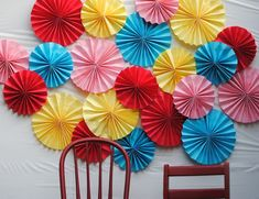 a pretty cool life has an awesome party decor idea! DIY paper fan photo backdrop
