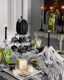 Halloween is more closer, so let's start with preparation. Here we Have today 45 clever and interesting DIY halloween ideas only for you Dreamers. Spooky Halloween, Table Halloween, Halloween Table Decorations, Fete Halloween, Holidays Halloween, Halloween Crafts, Happy Halloween, Outdoor Halloween, Halloween Bedroom