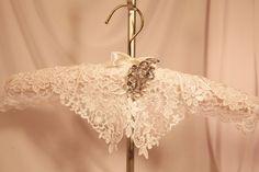 Diy Wedding Hanger Shabby Chic 30 New Ideas Diy Wedding Hangers, Wedding Dress Hanger, Padded Hangers, Wooden Hangers, Wire Hangers, Diy Clothes Rack, Clothes Hangers, Diy Crafts For Tweens, Bedroom Organization Diy