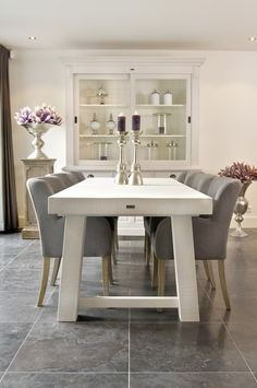 Chic Modern Home Decor Home Living Room, Home, Modern Dining Room, House Inside, House Interior, Home Deco, Dining Room Decor, Dining Room Table Centerpieces, Home And Living