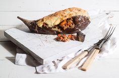 Συνταγή για λαχταριστές μελιτζάνες παπουτσάκια με μπεσαμέλ από την Αργυρώ Μπαρμπαρίγου!