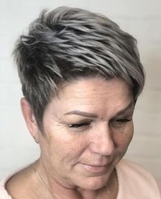 50 Best Short Haircuts and Top Short Hair Ideas for 2020 - Hair Adviser Funky Short Haircuts, Short Choppy Hair, Short Grey Hair, Thin Hair Haircuts, Short Hair Updo, Short Hair With Bangs, Short Hair Cuts For Women, Cute Hairstyles For Short Hair, Short Hair Styles