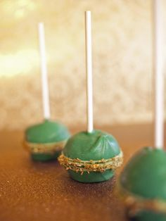 These cake pops have an Irish twist because they're infused with stout. Decorate them with gold sprinkles to represent a pot of gold -->  http://hg.tv/sp35