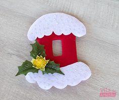 Enfeite para o interruptor pronto Christmas Cushions, Christmas Crafts, Christmas Ornaments, Birthday Candles, Holiday Decor, Crochet, Diy, Home Decor, Electric